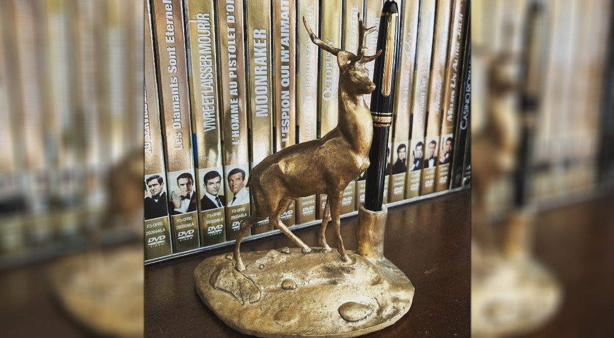 Cerf James Bond Statuette